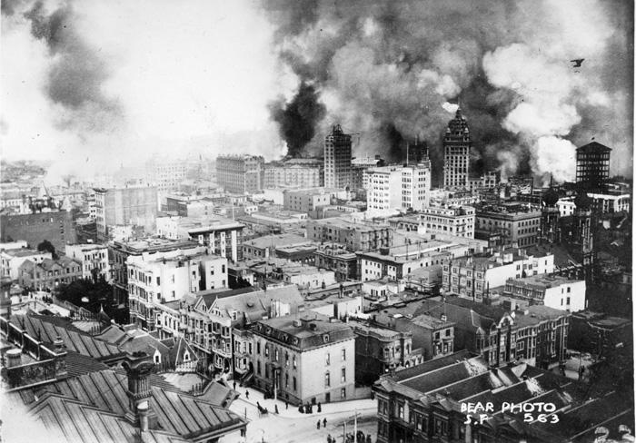 1906年のサンフランシスコ大地震発生後、各所で火災が発生したサンフランシスコ市内の様子(カリフォルニア公園・レクリエイション局より)