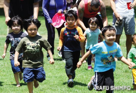 The picnic includes games and activities for kids. (MARIO G. REYES/Rafu Shimpo)