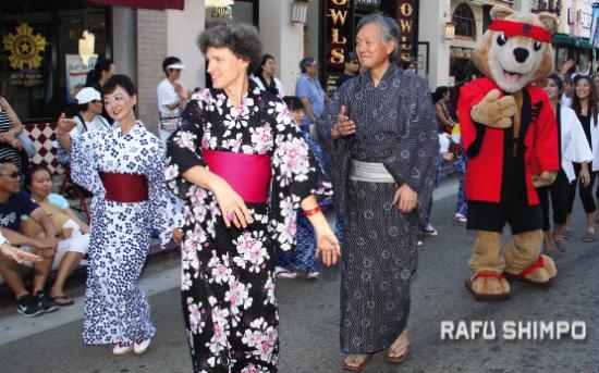 Sabine and Harry Horinouchi participated in last year's Nisei Week Ondo. (MARIO G. REYES/Rafu Shimpo)