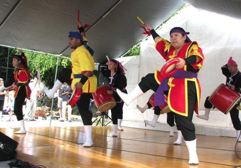 Ryukyukoku Matsuri Daiko performs at last year's OAA festival. (J.K. YAMAMOTO/Rafu Shimpo)