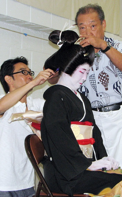 Tokuo and Kazuhiro Toyotani fit Bando Hiroharumi with the just-completed wig.
