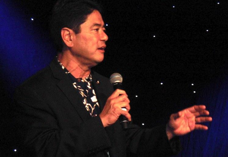 Mitch Maki at GFBNEC's Evening of Aloha fundraising dinner. (J.K. YAMAMOTO/Rafu Shimpo)