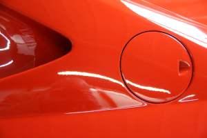 Luchtinlaat en tankdekselklepje van Ferrari 308 GT4 Dino door Cees Stokman van Passion 4 Classics voor Ragasto