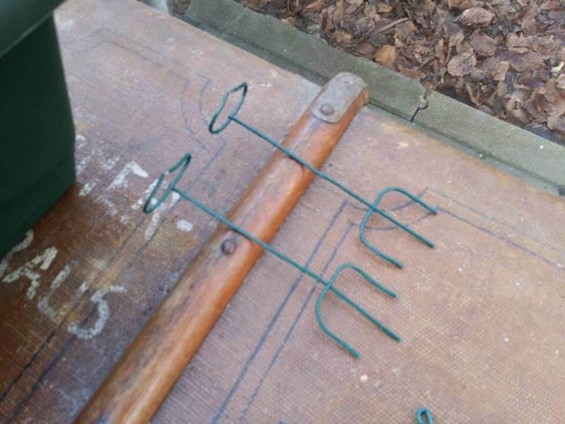 Twee van stoofs moestuin steuntjes klaar om gebruikt te worden