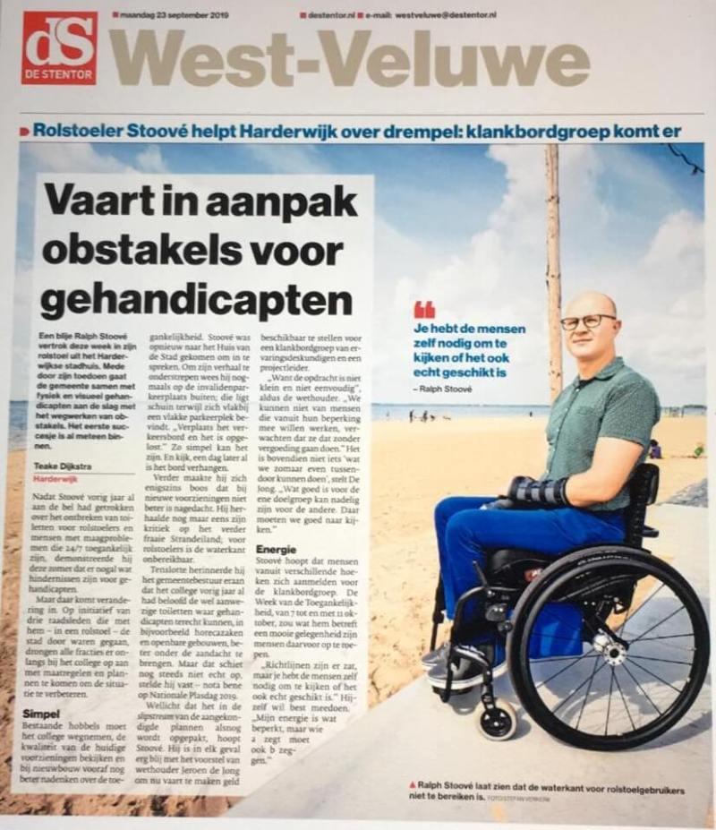 krantenartikel uit De Stentor over de Motie Harderwijk gastvrij voor iedereen met Ralph Stoove in rolstoel als initiatiefnemer