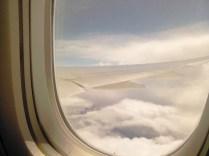 On vole au-dessus des nuages, on dirait des moutons...