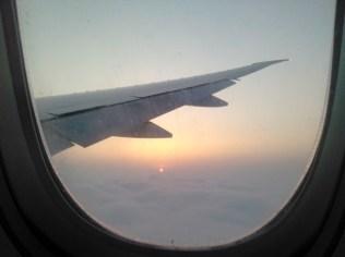Premier lever de soleil sur les nuages