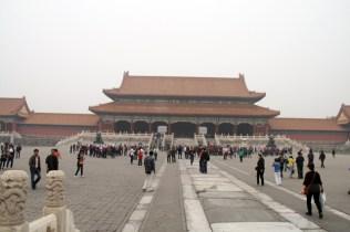 L'esplanade devant la porte de l'Harmonie Suprême