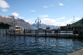 L'eau lèche les pontons