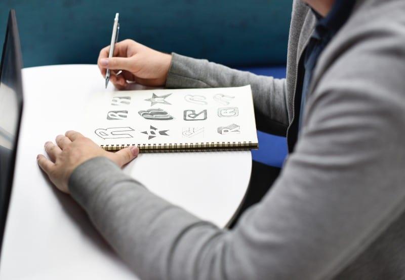 Opi piirtämään oma logo