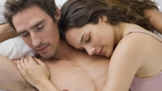 Kajian menunjukkan pasangan yang melakukan seks 4 kali seminggu kelihatan lebih muda.