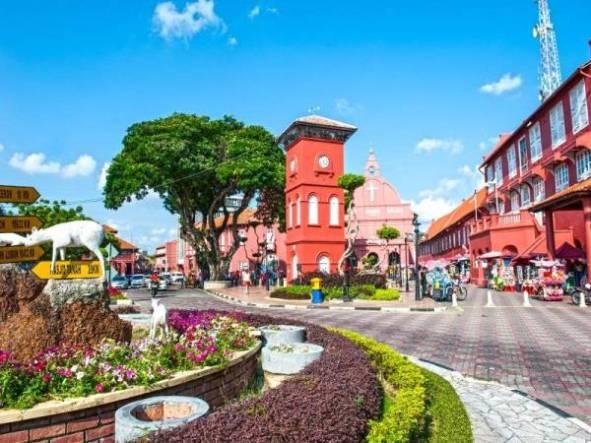 The Stadthuys adalah bangunan kerajaan belanda yang tertua di Asia Tenggara. Bangunan sejarah ini dibina pada tahun 1650 sebagai penempatan rasmi Gabenor Belanda.