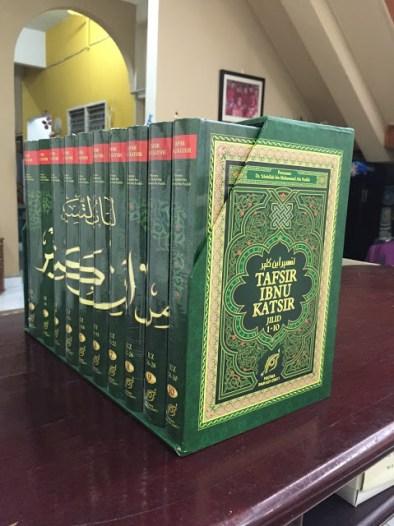 Tafsir Ibnu Katsir sebuah kita al-Quran yang mengandungi terjemahan dan tafsiran