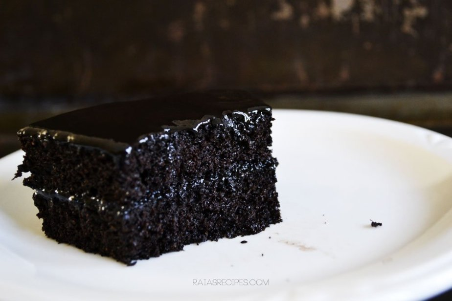 Spiced Dark Chocolate Cake | grain-free, dairy-free, refined sugar-free | RaiasRecipes.com