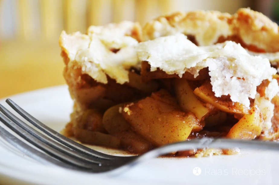 Deep Dish Gluten-Free Apple Pie | gluten-free, egg-free, refined sugar-free, dairy-free option | RaiasRecipes.com