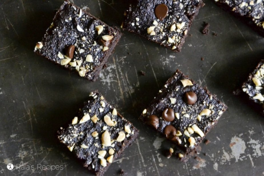 Is there anything so perfect as a soft, slightly fudgy, allergy-friendly brownie? I think not. And these Perfectly Easy Coconut Flour Brownies take the cake! Er... brownie. RaiasRecipes.com