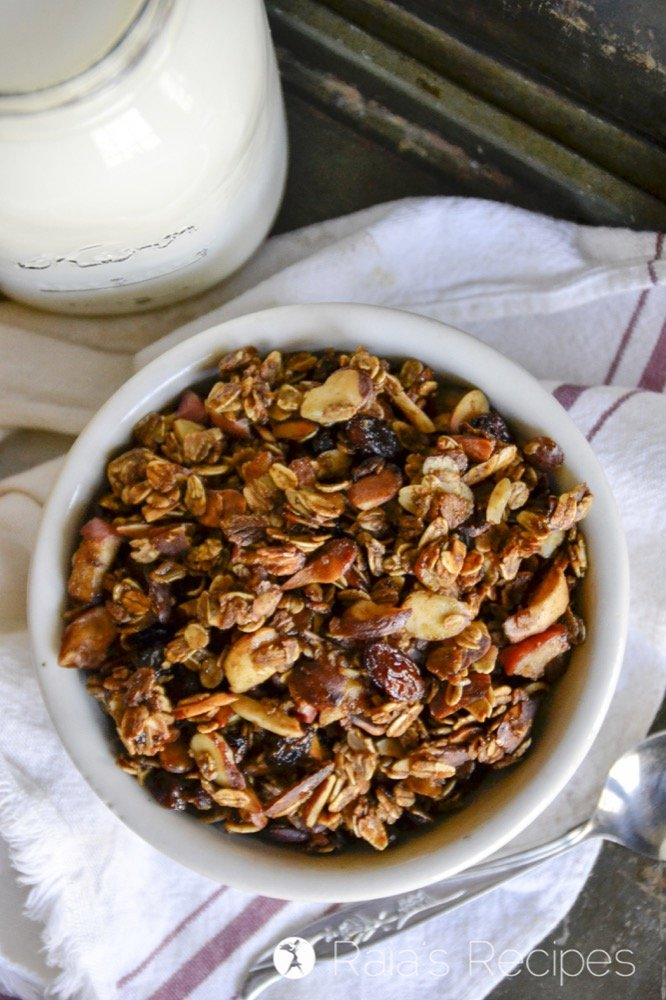Feast your eyes and your tastebuds on this gorgeous and easy gluten-free Apple Almond Granola! Also free of eggs and dairy, it's a perfect breakfast for the family. | RaiasRecipes.com