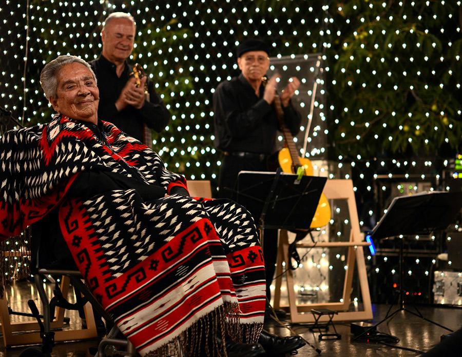 Chavela en el concierto en la Casa de Estudiantes de Madrid. Fotograma de la película
