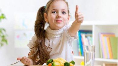 صورة 4 أسباب لحرقة المعدة عند الأطفال