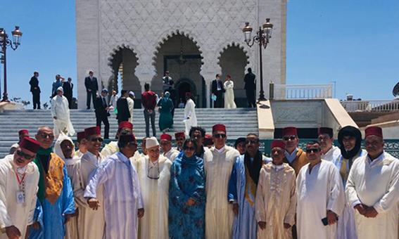 روح المرحوم محمد الخامس تلم شرفاء مولاي عبد السلام بن امشيش وأتباع الطريقة الشادلية المشيشية بضريح حسان.