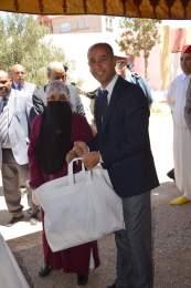 عامل اقليم بولمان يشرف على توزيع قفة رمضان بميسور