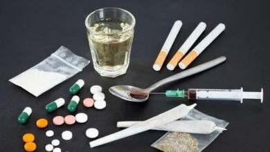 صورة توقيف ثلاثة أشخاص للاشتباه في تورطهم في قضية تتعلق بحيازة وترويج المخدرات والمؤثرات العقلية بطنجة