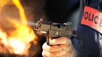 صورة مفتش شرطة يضطر لاستعمال سلاحه الوظيفي لتوقيف شخص عرض سلامة المواطنين وعناصر الشرطة لاعتداء خطير بطنجة