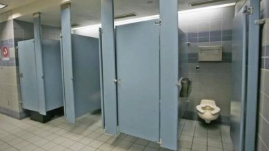 صورة تلميذة تقضي ليلة بكاملها بمرحاض المدرسة بمدينة طنجة