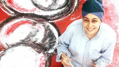 صورة الفنانة التشكيلية سهام حلي تقتحم الحدود بالألوان