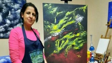 صورة الفنانة التشكيلية السعدية موقير فراشة تنثر رحيق الحب والجمال في لوحاتها