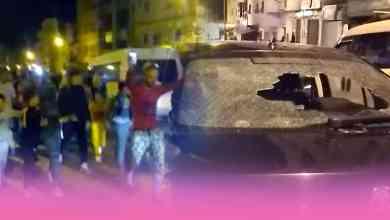 صورة الشباب الذين كسرو زجاجة سيارة رئيس منطقة أمن بني مكادة في احتجاجات بحي بنديبان