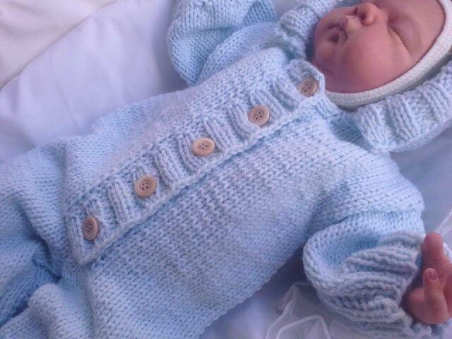 Вязаный комбинезон для новорожденного спицами с подробным ...