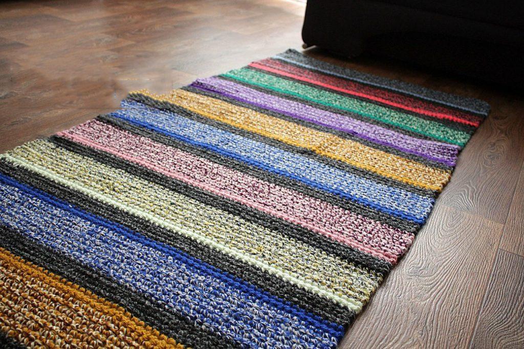Фото простой коврик связанный крючком дорожка