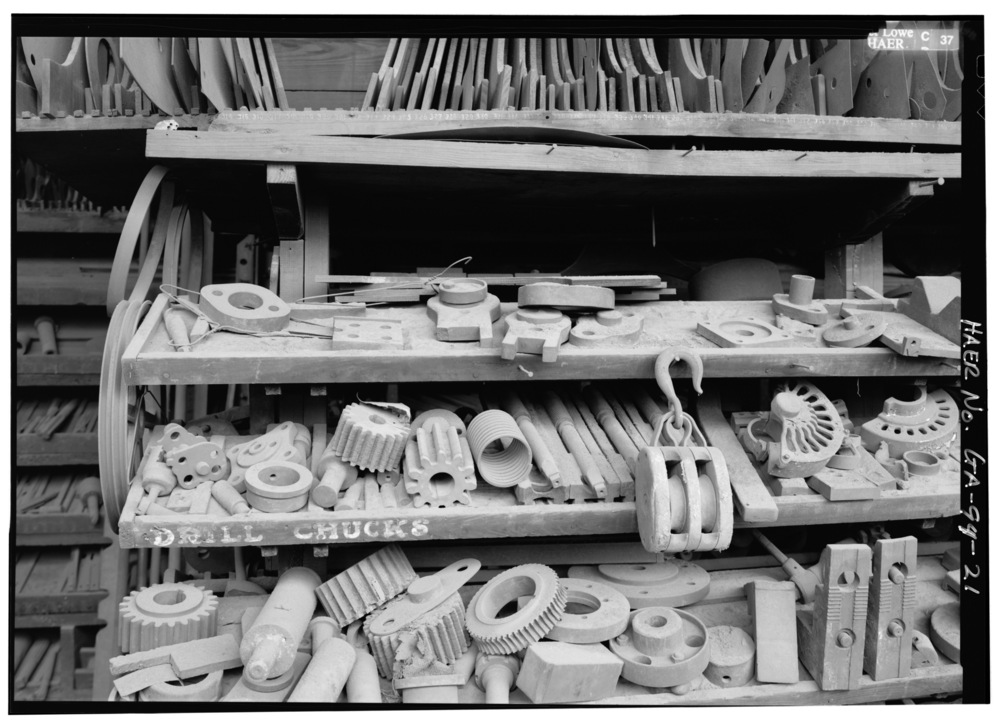 CLOSE_UP_OF_TOOL_AND_DIE_CRIB_-_Glover_Machine_Works,_651_Butler_Street,_Marietta,_Cobb_County,_GA_HAER_GA,34-MARI,2-21