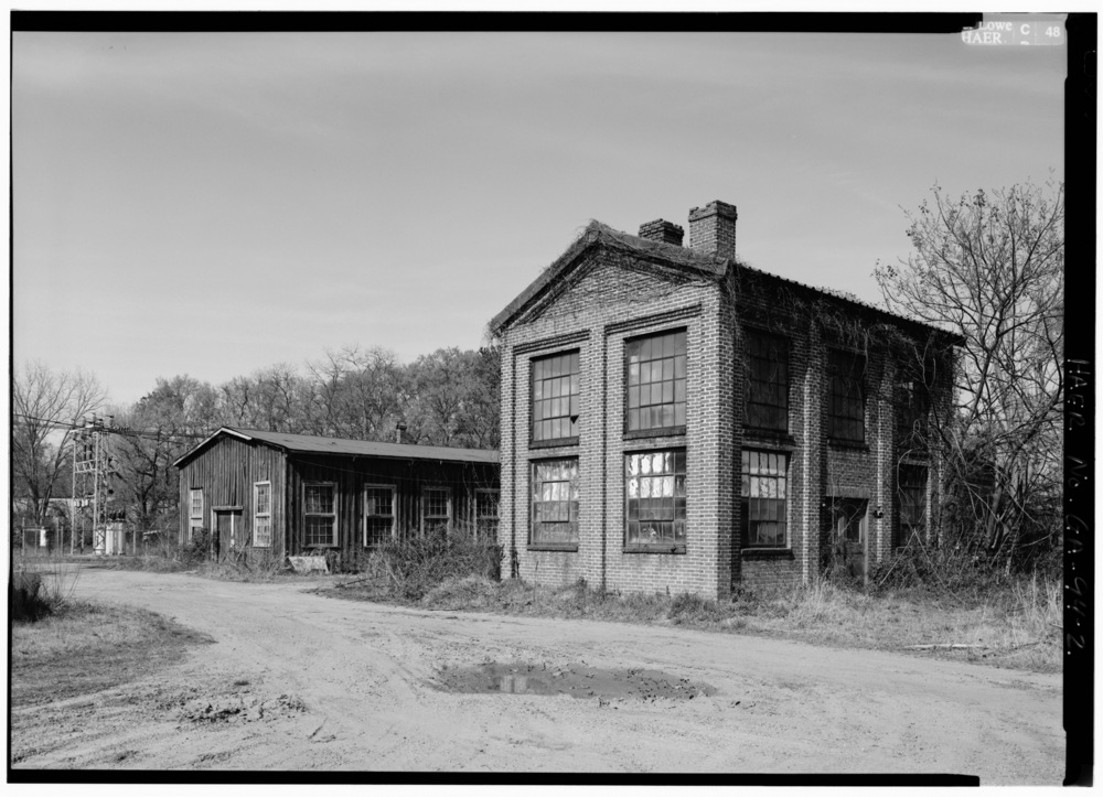 LAB_BUILDING_ON_RIGHT,_PATTERN_SHOP_LEFT,_VIEW_LOOKING_NORTHEAST_-_Glover_Machine_Works,_651_Butler_Street,_Marietta,_Cobb_County,_GA_HAER_GA,34-MARI,2-2