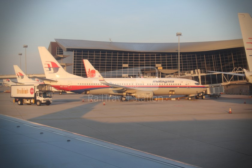 Malaysia Airlines MH602 SIN KUL for LHR 083