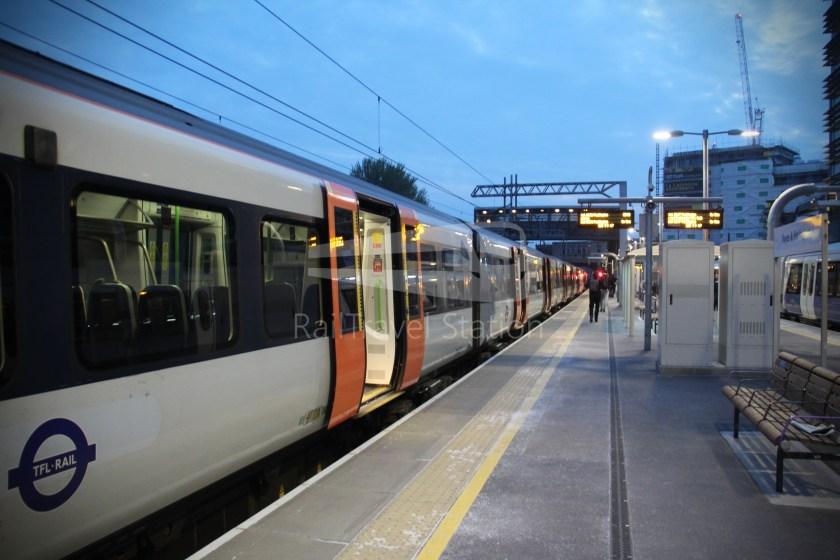 TfL Rail GWR Heathrow Terminal 4 Oxford 011