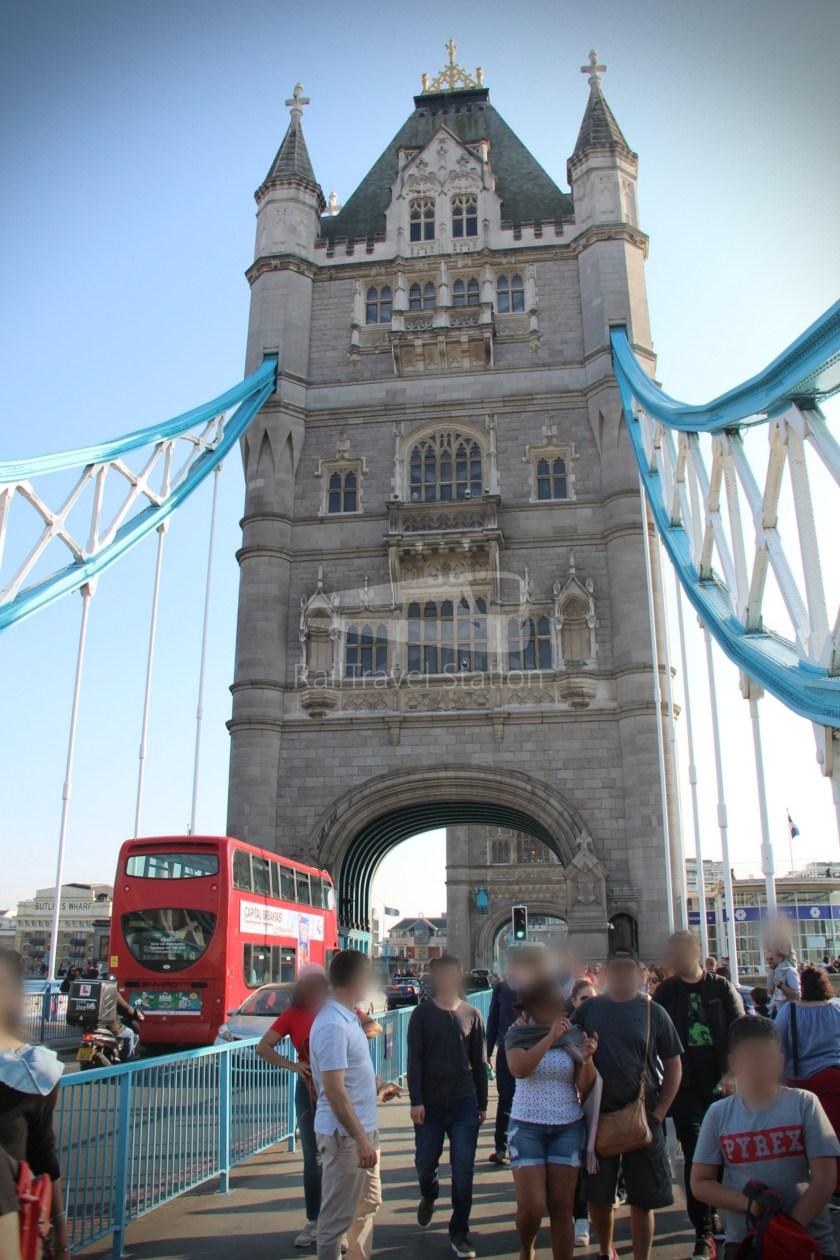 15H (Heritage) Charing Cross Trafalgar Square Tower of London 069