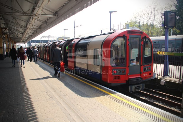 Central Line Ealing Broadway Notting Hill Gate 005