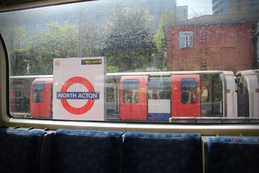 Central Line Ealing Broadway Notting Hill Gate 017