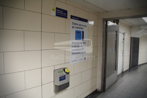 Waterloo & City Line Bank Waterloo 032