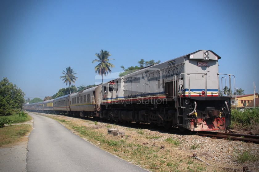 25202 Shuttle 52up Wakaf Bharu Crossing 001