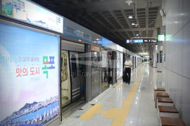 AREX Express Train Incheon International Airport Terminal 1 Seoul Station 032