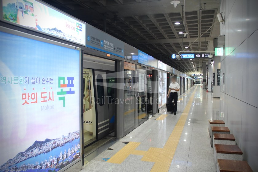 AREX Express Train Incheon International Airport Terminal 1 Seoul Station 032