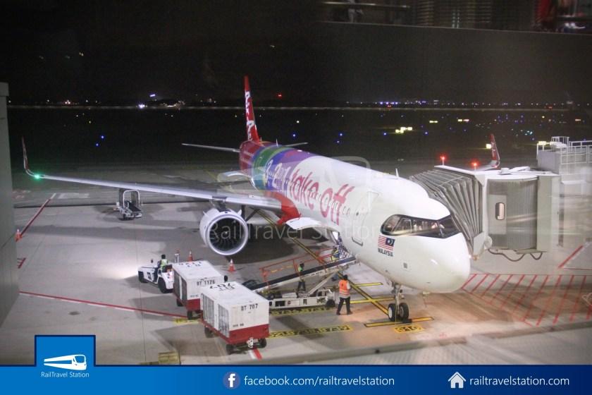 AirAsia AK720 SIN KUL Airbus A321neo 016