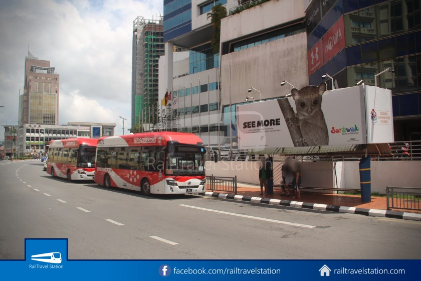 H2 Sarawak Damai Bus at Riverside Majestic 017