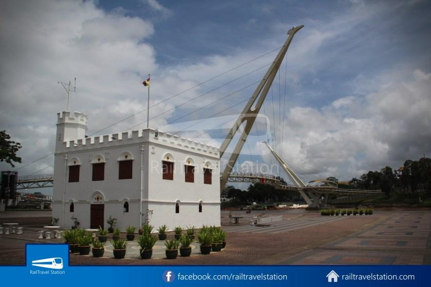 Kuching Penambang Kampung Boyan Waterfront 024
