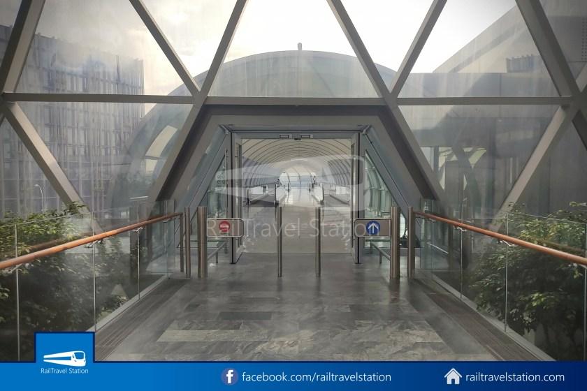 Changi Airport Skytrain Closed Walk JEWEL 004
