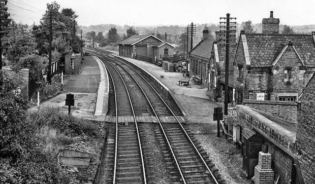 Bulwell_market_rail_station_1936829_4f1b4142