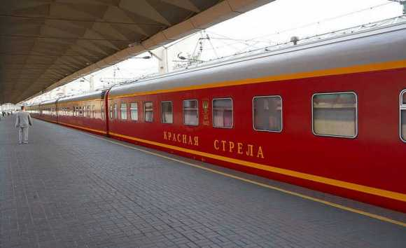 red arrow train russia exterior
